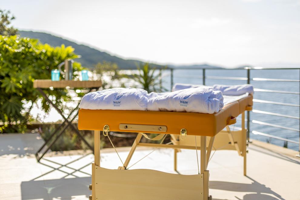 massage table sea view