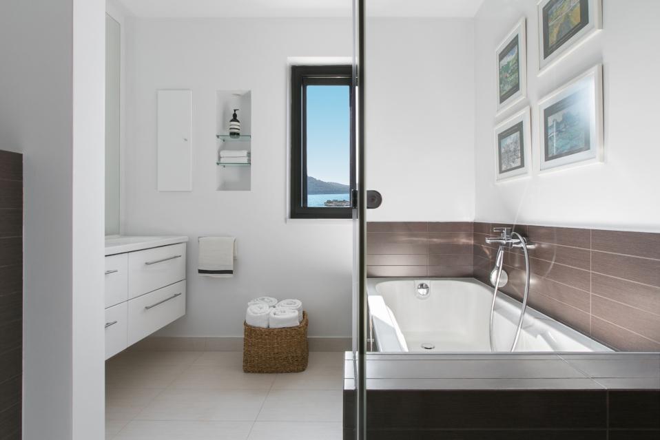 Wave & Wind House Bathroom 1
